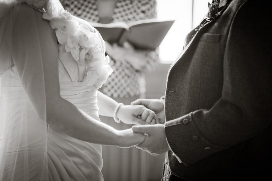 bride and groom hold hand and make vows