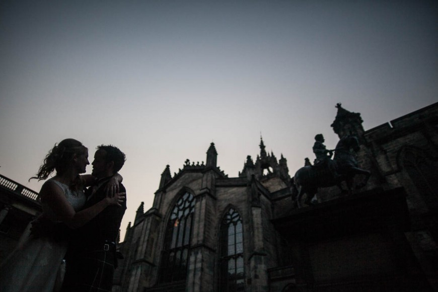 bride and groom outside saint giles cathedral, edinburgh at dusk