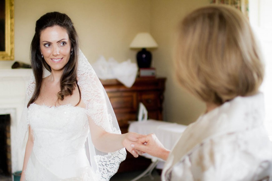bride and mother get ready