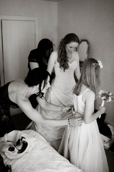 briesmaids get ready for wedding