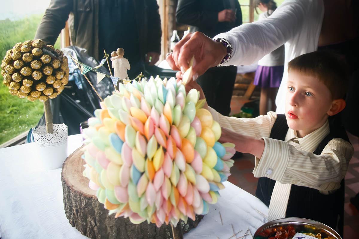 flying saucer sweets arrangement for wedding
