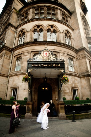bride outside grand central hotel in glasgow