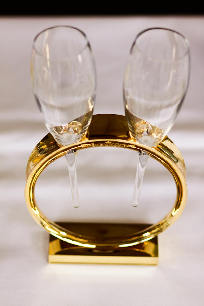champagne flutes in ring stand