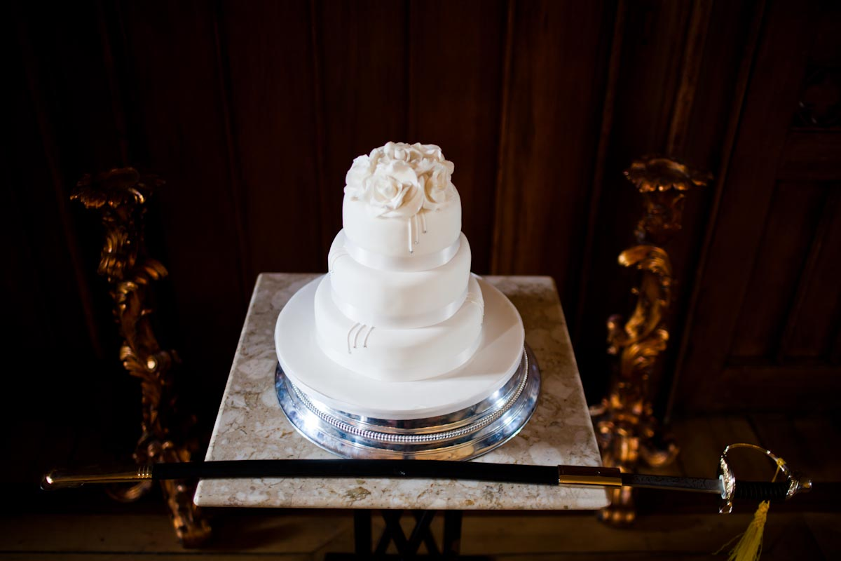 boring white wedding cake