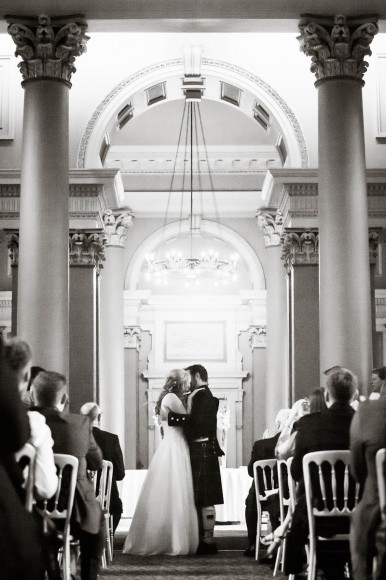 wedding kiss at signet library edinburgh